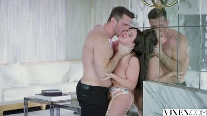 Пышногрудая брюнетка дрочит клитор и трахается со своим мужем #7