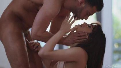 Пара выпила вина на свидании и романтически потрахалась до оргазма #4