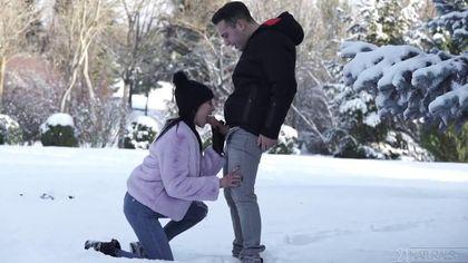 Девушка дарит другу на день рождение первый анальный секс #1