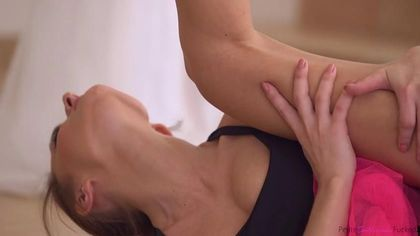 Балерина в шпагате присела на гигантскую елду тренера мокрой пизденкой #2