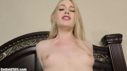 Жопастая блонди натерла половой щелью бритое хозяйство приятеля до спермы #8