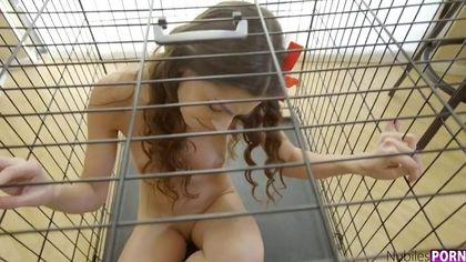 Парень застукал студентку в чулках за дрочкой и заставил ее горлом отсасывать хрен #3