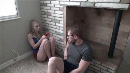 Блондинка отдалась лучшему другу-программисту и кончила перед объективом камеры #1