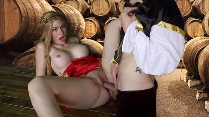 Герцог в винном погребе выебал на деревянном столе графиню в красном платье во влагалище #8