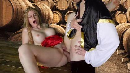 Герцог в винном погребе выебал на деревянном столе графиню в красном платье во влагалище #9