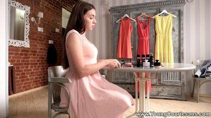 Красотка сняла розовое платье и на каблуках дала без гондона хуястому студенту #1