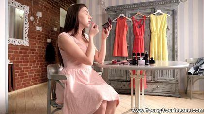 Красотка сняла розовое платье и на каблуках дала без гондона хуястому студенту #2
