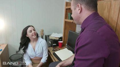 Учитель приехал домой к студентке и ублажил ее большим членом между ног #2