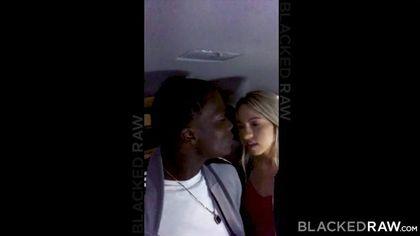 Блондинка развлекается со своим темнокожим любовником и сосет его член #2