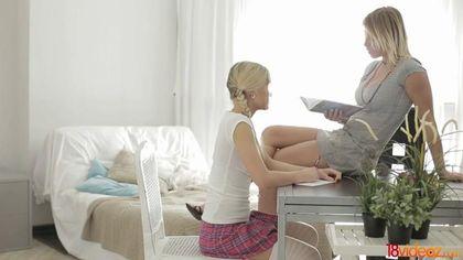 Студент натягивает по очереди двух девок в мини-юбках на бритую елду #1