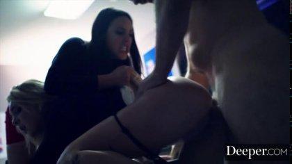 Начальник и его подружка грубо оттрахали красивую секретаршу #7