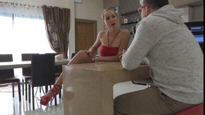 Полячка в красном платье грубо сношается с братом на кузне #2