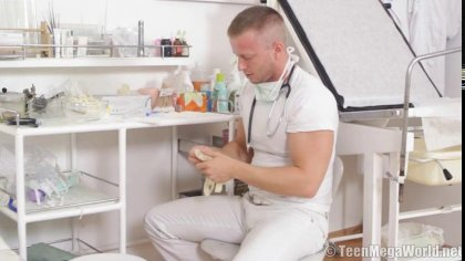 Стоматолог грубо поимел молоденькую пациентку в своем кабинете #1