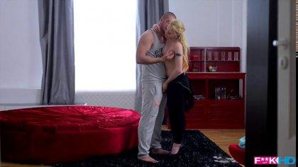 Любовник поимел красивую блондинку в ротик и узкую киску #2