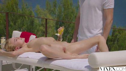 После массажа мужик страстно вылизал дочиста пилотку блондинки #4