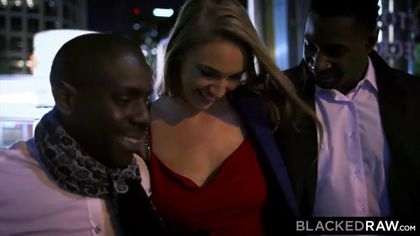 Блондинка подставила свои щелки для двух огромный черных членов #1