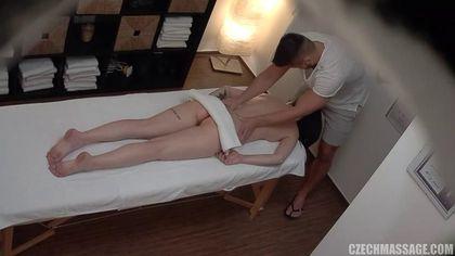 Брюнетка пришла на массаж, чтобы получить настоящее удовольствие #3