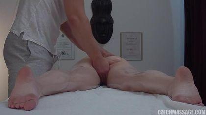 Брюнетка пришла на массаж, чтобы получить настоящее удовольствие #8
