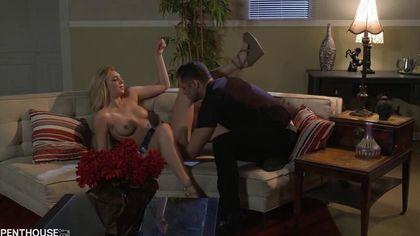 Романтический вечер с блондинкой завершился громкими криками и оргазмом #1