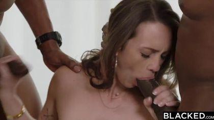 Девка в сексуальных чулках подставила щелки для членов двух самцов #3