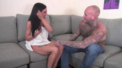 Байкер с тату по всему телу доводит членом брюнетку до вагинального блаженства #1