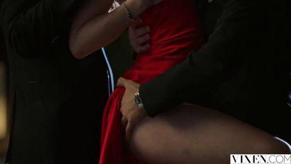 Два мужика возле бассейна выебали в два члена красавицу в красном платье #2