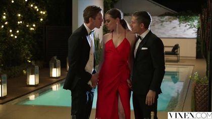 Два мужика возле бассейна выебали в два члена красавицу в красном платье #3