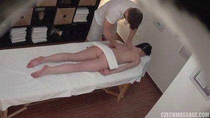 Мускулистый массажист грубо на столе оттрахал симпатичную девушку #2
