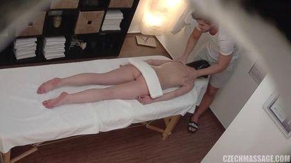 Мускулистый массажист грубо на столе оттрахал симпатичную девушку #3