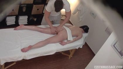 Мускулистый массажист грубо на столе оттрахал симпатичную девушку #4