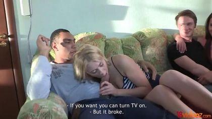 Два парня меняются девахами и мутят жесткую групповуху на кровати #2