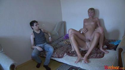Парень напоил жену и посмотрел на ее секс-еблю с красивым соседом #10