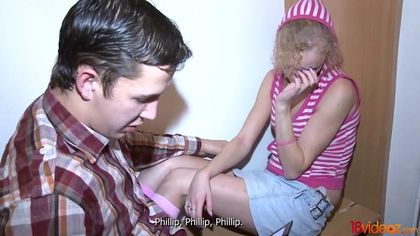 Девушка в полосатой кофте дает перед бойфрендом хуястому пацану #2