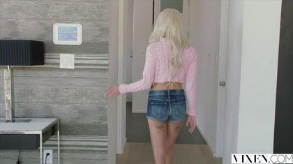 Блондинка старается взять бритый член мужа по яйца после совещания #1