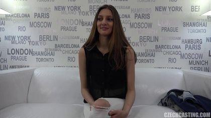 Актриса готовится снять белые джинсы перед еблей с режиссером #6