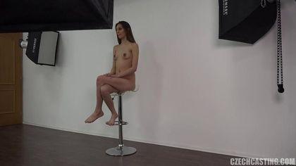 Актриса готовится снять белые джинсы перед еблей с режиссером #8