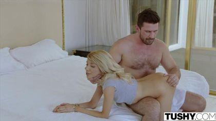 Бородатый шериф получает утром глубокий минет и анальный секс с блондинкой #5