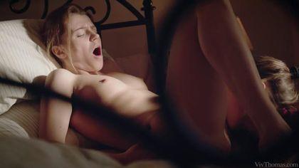 Две блондинки в постели мутят нежный лесбийский трах и сладко кончают #4