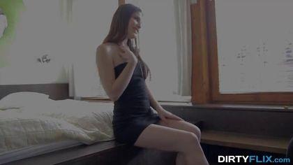 Блонди стягивает черное платье и красные туфли с девки и начинает нежно ее ебать #1