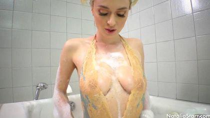 Красотка намыливает в ванной упругие сисечки и возбуждается #4
