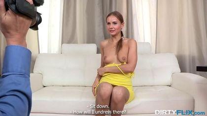 Красавица снимает желтое платье на собеседовании и ебется до оргазма в писю #5