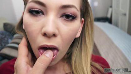 Студентка соснула тренеру пенис, задрала бордовую юбку и трахнулась в писю #2