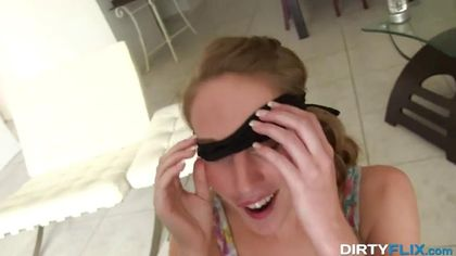 Муж завязал жене глаза, чтобы она не видела, что в ее ротик лезет гигантский хер соседа #5