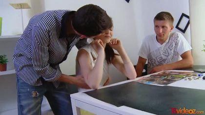 Учитель выебал студентку перед ее возлюбленным прямо на столе #5