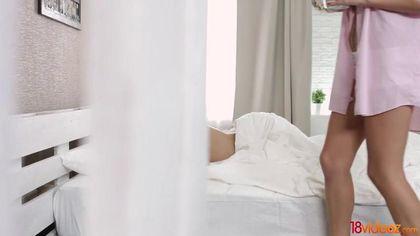 Девка будит с утра лучшего друга ради его толстого члена в теплом анусе #1
