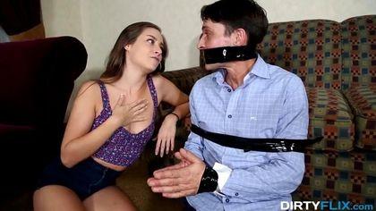 Девушка резвится с напряженным членом коллеги перед связанным мужем #4