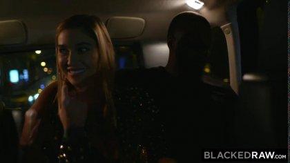 Блондинка с упругими сиськами трахается с неграми после вечеринки #2