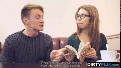 Студентка в очках дала в вагину старшекурснику с крепким членом #1