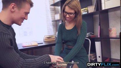 Студентка в очках дала в вагину старшекурснику с крепким членом #2