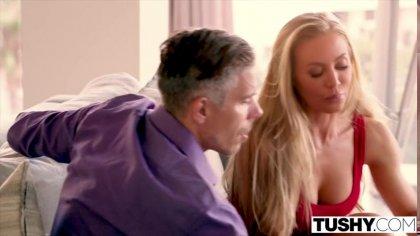 Мужик жестко трахает в анал симпатичную блондинку с пышной задницей #3